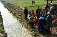 تخلیه آب از معابر مناطق سیلزده توسط آتشنشانان تهرانی