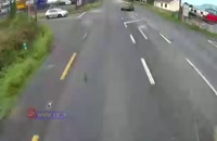 راننده ناشی و له شدن خودرو زیر کامیون!