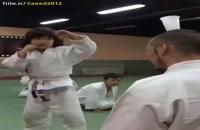 مربی و استاد کاراته یعنی این